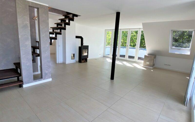 Blick zum Wohn-, Essbereich mit Balkon2