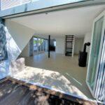 Blick zum Wohnbereich und Küche