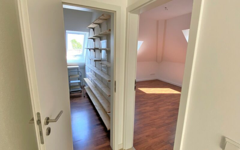 Abstellraum und Schlafzimmer2