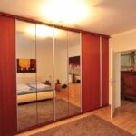 Schlafzimmer mit Einbauschrank