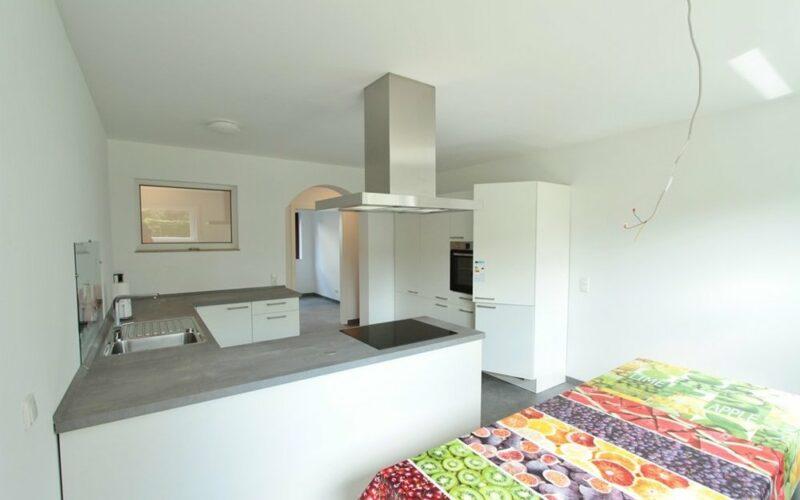 Küche Blick zum Flur