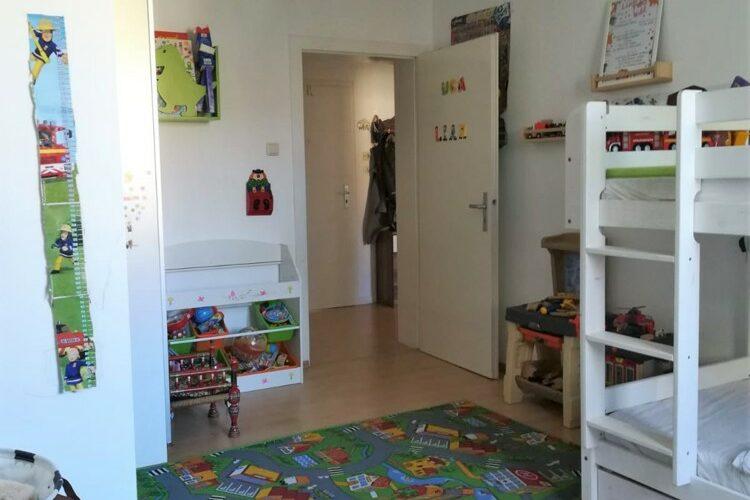 Kinderzimmer Blick z. Flur